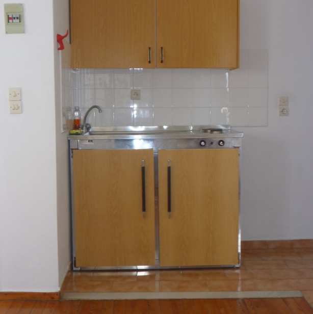 Apartment 2 athina apartments spetses greece for Kitchen units in zambia
