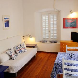 Apartment 2 living -